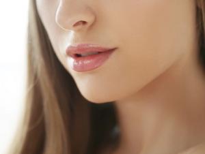 5 Cara Mudah dan Cepat Merawat Bibir