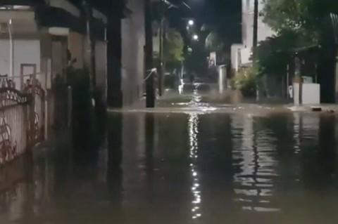 Cipinang Melayu Banjir Akibat Kali Sunter Meluap