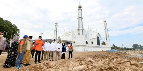 BNPB Imbau Pemda Jaga Penahan Abrasi di Pantai Padang