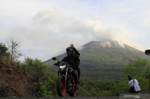 Erupsi Gunung Ili Lewotolok Semakin Tinggi