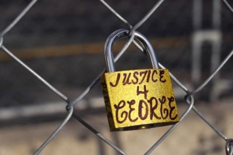 Derek Chauvin Pilih Diam dalam Sidang Pembelaan Pembunuhan George Floyd