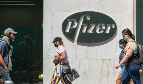 CEO Pfizer Sebut Vaksin Covid-19 Perlu Penguat Dosis