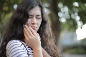 5 Cara Mengatasi Sakit Gigi Berlubang tanpa Menggunakan Obat