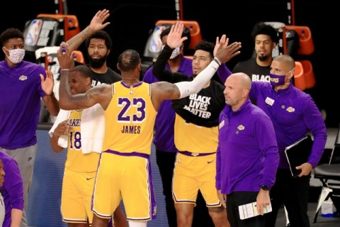 Lakers Takluk dari Celtics dalam Laga Disaksikan Penonton