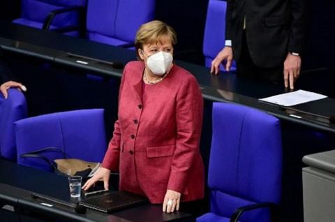 Kanselir Jerman Angela Merkel Disuntik Vaksin AstraZeneca