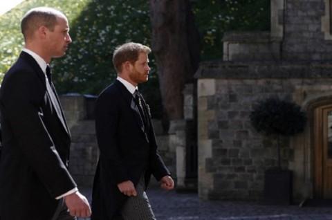 William dan Harry Duduk Berseberangan di Pemakaman Pangeran Philip