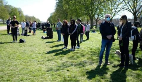 Warga Inggris Tetap Berkumpul di Windsor saat Pemakaman Pangeran Philip
