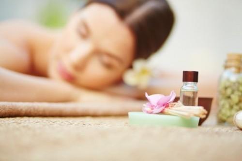Ini cara mengoleskan minyak esensial ke berbagai bagian tubuh kamu. (Foto: Ilustrasi/Freepik.com)