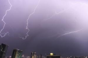 Badai Guntur dan Hujan Lebat Diprediksi Landa Aceh