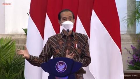 Jokowi Tinjau Vaksinasi Massal Pelaku Seni di Jakarta