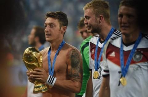 Sindir Liga Super Eropa, Ozil: Anak-anak Impikan Trofi Piala Dunia