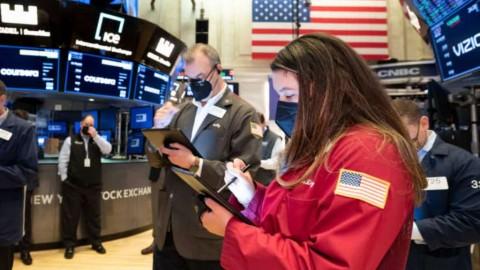 Pelemahan Saham Teknologi Gelincirkan Gerak Wall Street