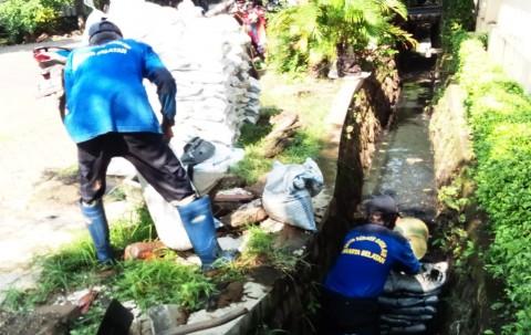 Cegah Banjir, Normalisasi Saluran Air di Jalan Tebet Raya Dikebut
