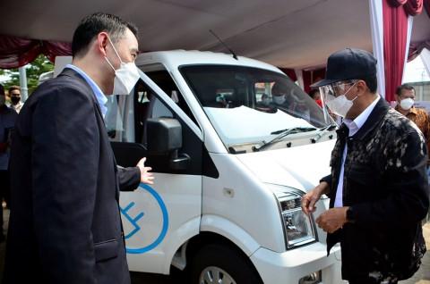 Menhub Minta DFSK Produksi Mobil Listrik Terbarunya Di Indonesia