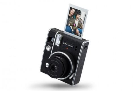 Fujifilm Resmi Perkenalkan instax Mini 40 di Indonesia
