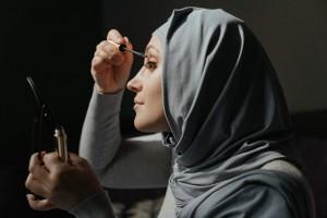 Manfaat Kebaikan Pakai Make Up Walaupun Hanya di Rumah