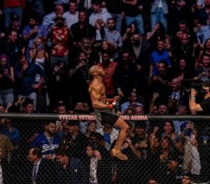 UFC261 Dihadiri 15 Ribu Penonton Tanpa Masker, Begini Awalnya
