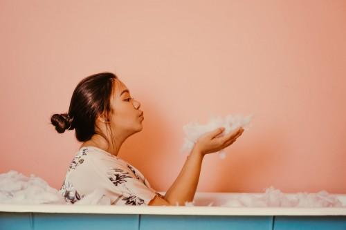 Banyak yang mengklaim bahwa makan lalu mandi bukanlah hal baik. Kira-kira kenapa ya orang menganggap demikian? (Ilustrasi/Pexels)
