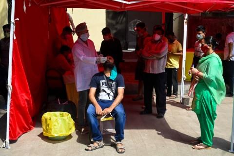Pasokan Habis, Pasien Covid-19 India Cari Obat di Pasar Gelap