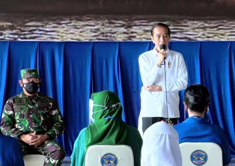 Jokowi Janji Bangun Rumah untuk Keluarga 53 Awak Nanggala-402