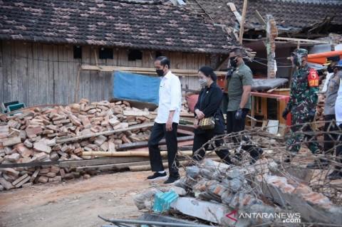 Jokowi Jamin Pendidikan Anak dan Rumah untuk Keluarga KRI Nanggala 402