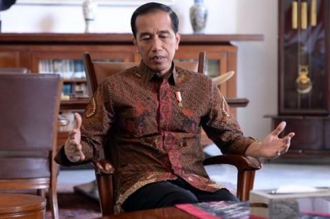 Jokowi Inspects Quake-Hit Area in Malang Regency
