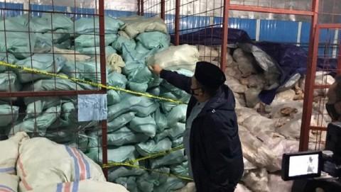 Gudang 8,3 Ton Ikan Giling Berformalin di Palembang Digerebek