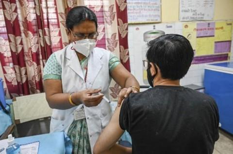 India Perluas Vaksinasi Covid-19 untuk Semua Orang Dewasa