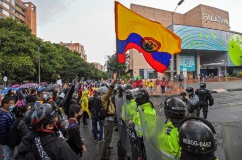 Ribuan Warga Kolombia Berunjuk Rasa Menentang Reformasi Pajak