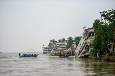 25 Orang Tewas dalam Tabrakan Dua Kapal di Bangladesh
