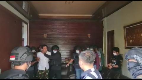 Pengacara Belum Diizinkan Bertemu Munarman, Polisi Singgung Kewenangan Penyidik