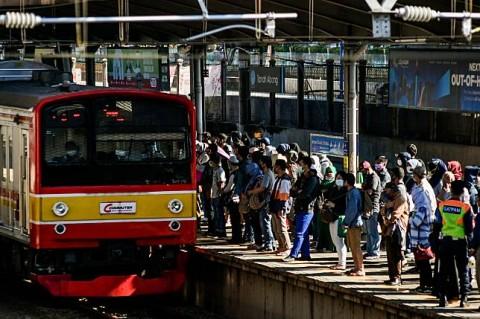 Penumpang di Sejumlah Stasiun Naik Imbas Tanah Abang Ditutup Sore Hari