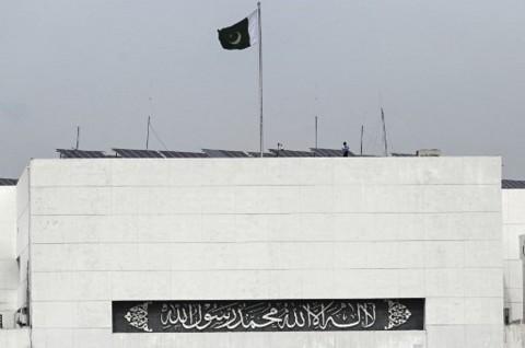 Pakistan Tutup Perbatasan dan Pangkas Penerbangan Internasional