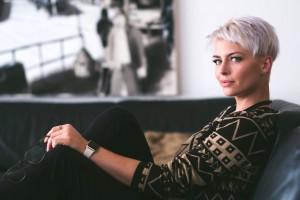 6 Alasan Mengapa Rambutmu Ubanan, meski Kamu Masih Muda