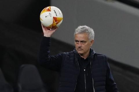 Resmi, Jose Mourinho Tangani AS Roma Mulai Musim Depan