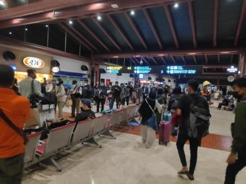 Hari Terakhir Pengetatan Mudik, Antrean di Bandara Soetta Mengular Puluhan Meter