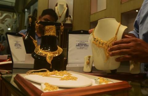 'Digencet' Dolar AS, Harga Emas Dunia Meredup