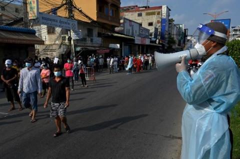 Kerap Kejar Ambulans, Jurnalis Dilarang Liput Zona Merah Covid-19 Kamboja