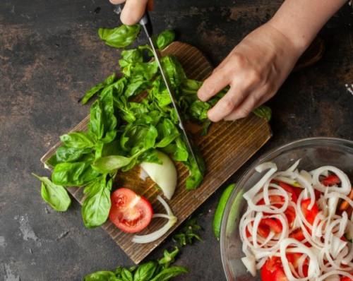 Konsumsi sayuran hijau juga baik untuk kesehatan pasien diabetes. (Foto: Ilustrasi/Freepik.com)