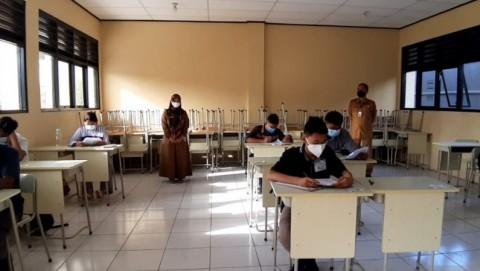 Legislator: Vaksinasi Guru Belum Jamin Keamanan PTM