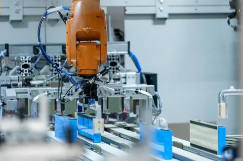 BMW Lengkapi Fasilitas Pabrik dengan Produksi Modul Baterai