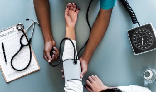 Jika hipertensi dan tidak dikontrol akan menjadi kontributor tunggal yang utama untuk penyakit jantung, stroke, dan gagal ginjal. (Foto: Ilustrasi/Freepik.com)