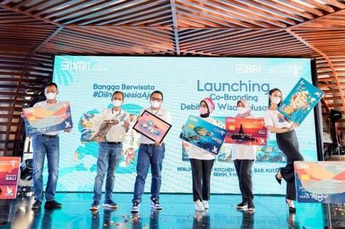 Kemenparekraf dan BRI meluncurkan kartu debit co-branding wisata nusantara. (Foto: Dok. Kemenparekraf)