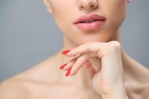 5 Kandungan untuk Mengembalikan Kelembapan Bibir saat Berpuasa