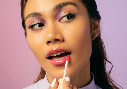 Gel Lip Gloss menggabungkan dua manfaat ke dalam satu produk yakni efek glossy dan pelembap bibir. (Foto: Dok. SECONDATE)