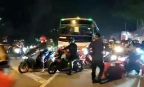 500 Pesepeda Motor Terobos Pos Penyekatan Mudik di Karawang