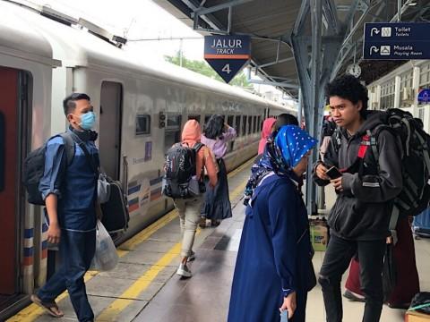 Menhub: Trafik Penumpang Kereta di Stasiun Senen Anjlok 90%