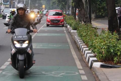 Viral Pengemudi Motor Diputar Balik Saat Masuk Jalur Sepeda
