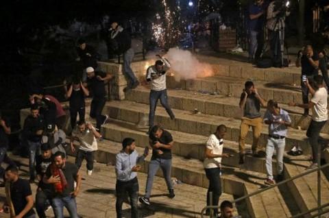 Bentrokan Kembali Meletus di Yerusalem, 80 Warga Palestina Terluka