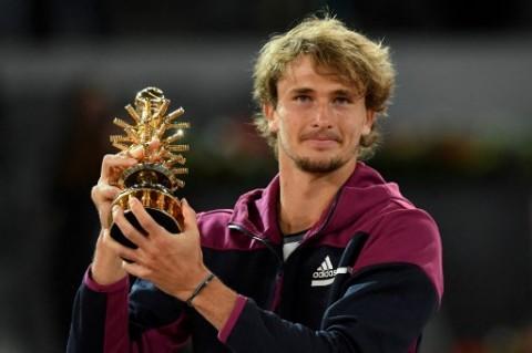 Tekuk Berrettini, Alexander Zverev Kembali Juarai Madrid Open